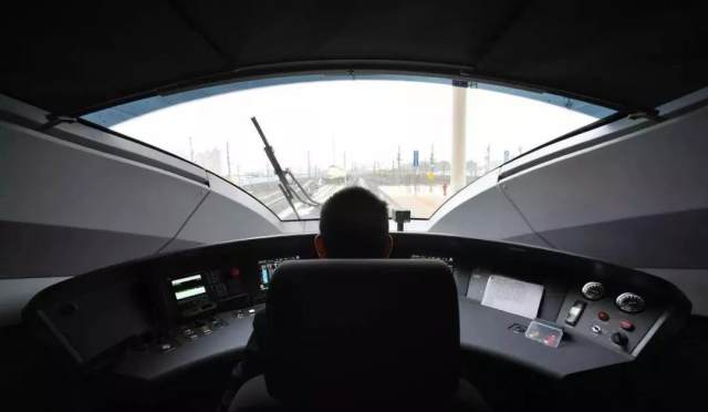 【热点】10条高铁新线年底前开通,试运行车上3瓶矿泉水惊呆众人!