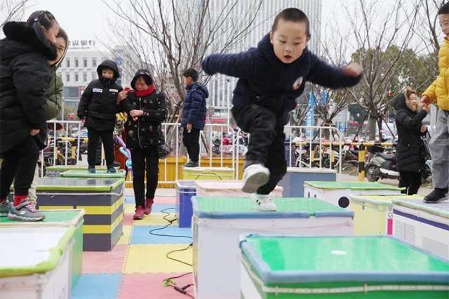 """新年玩出新高度 市民""""跃龙门""""喜迎2019"""
